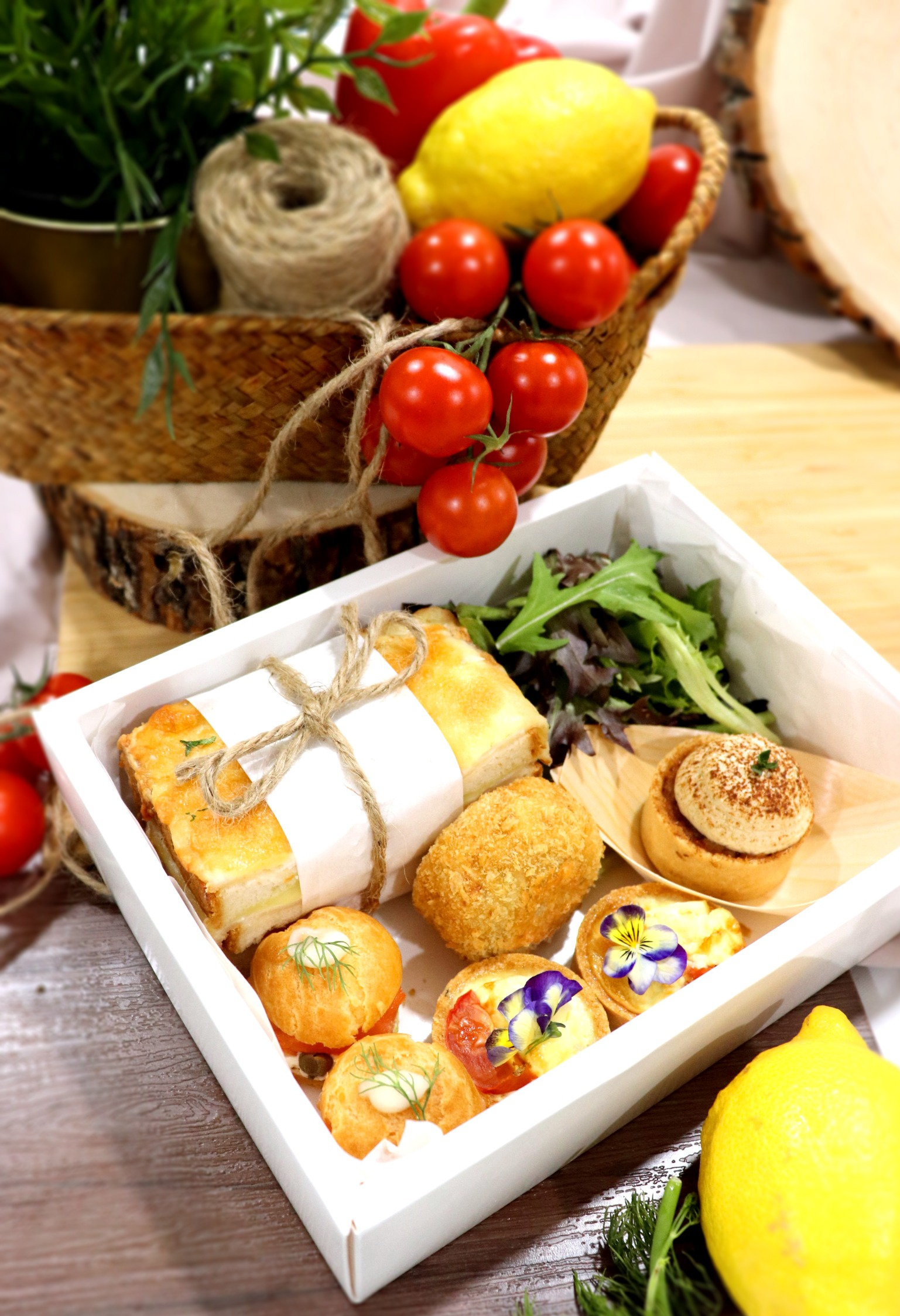 Luxurious Food Treats & Boxes for X'mas